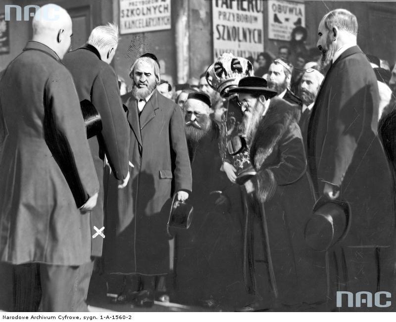 Żydzi podczas wizyty prezydenta Mościckiego w N.S - źródło: www.nac.gov.pl