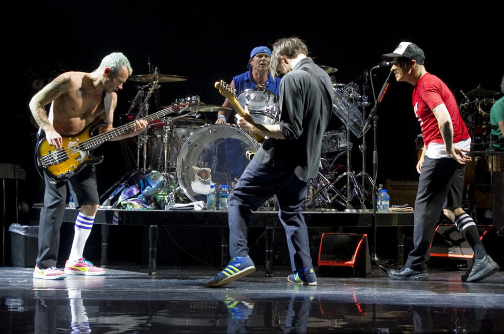 red-hot-chili-peppers-air-canada-centre-toronto-ontario-april-27th-2012-01